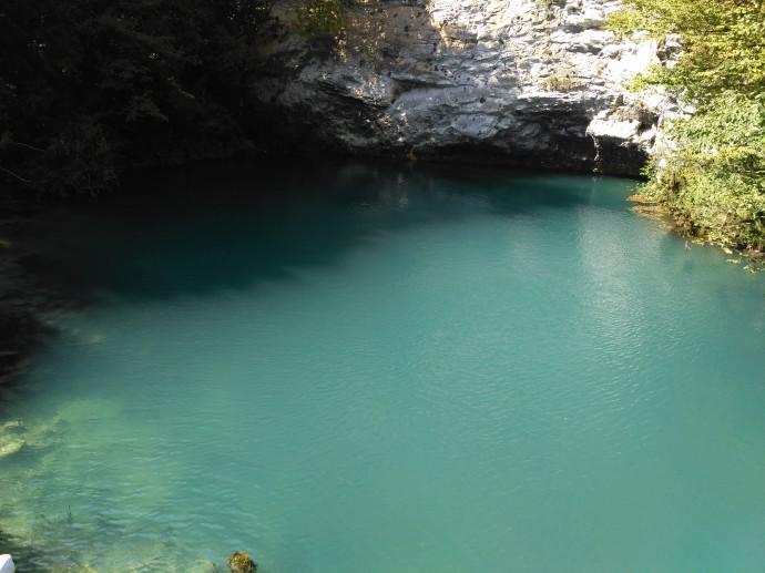 Голубое озеро Абхазия